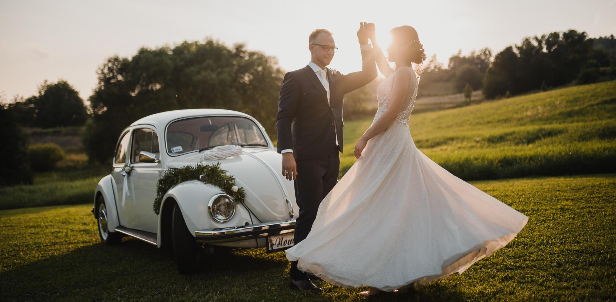 Łostówka - sesja fotograficzna w dniu ślubu o zachodzie słońca